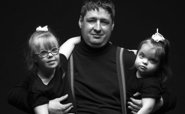 Приемный отец со своими дочерьми